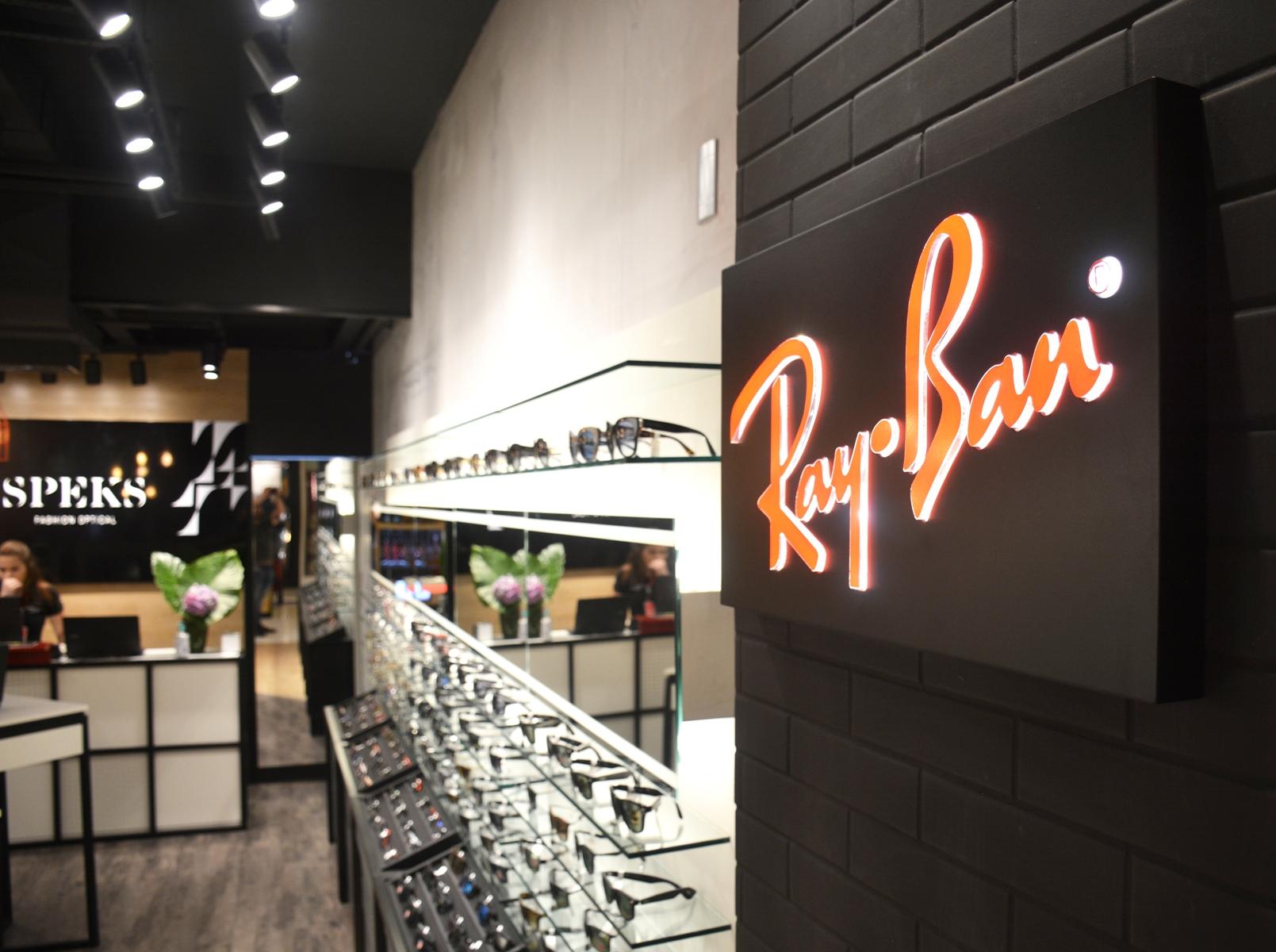 loja de Ray-Ban