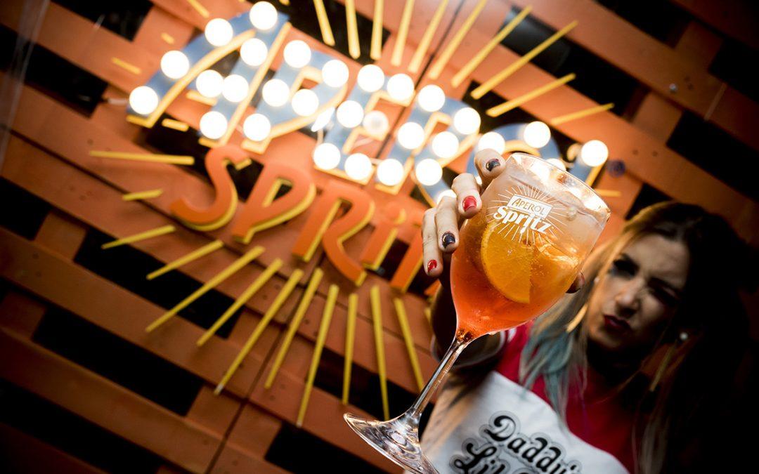 Final de semana terá double de Aperol Spritz e festa Summertime no Gards Rooftop