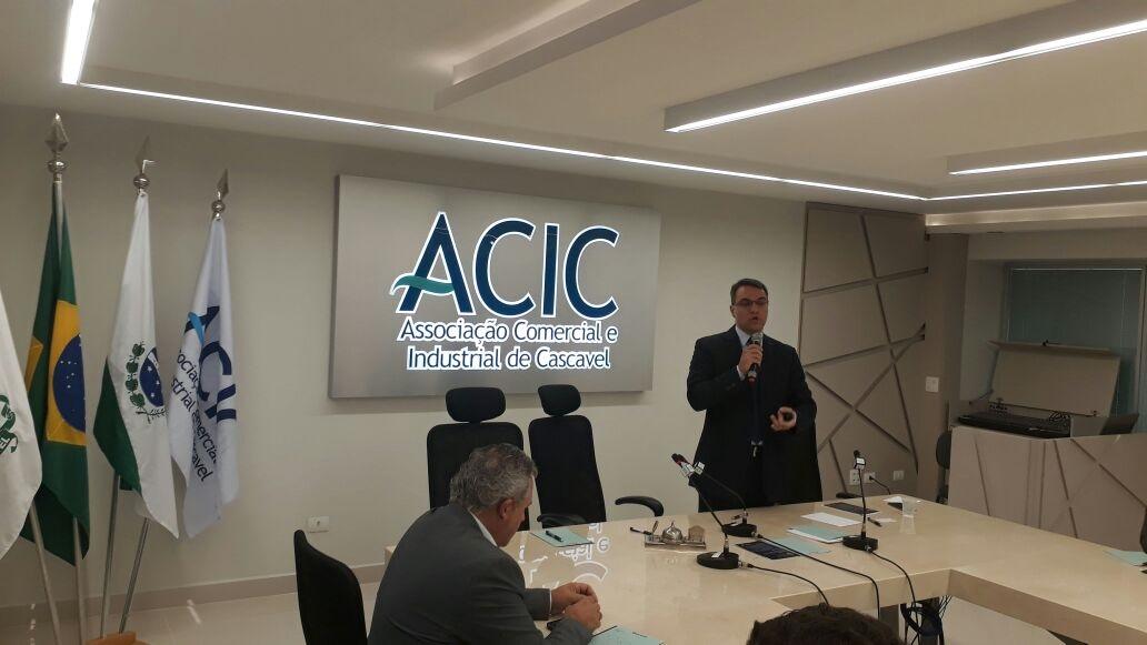 Especialista em Direito Trabalhista, do Marins Bertoldi Advogados, participa de encontro de Recursos Humanos da Acic