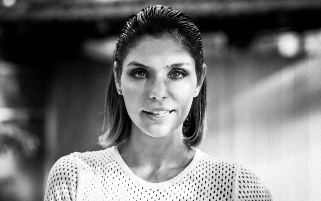 Aline Muniz faz apresentação gratuita em Curitiba