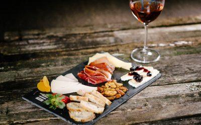 Novo wine bar de Curitiba tem tecnologia exclusiva e 24 tipos de vinhos em taças