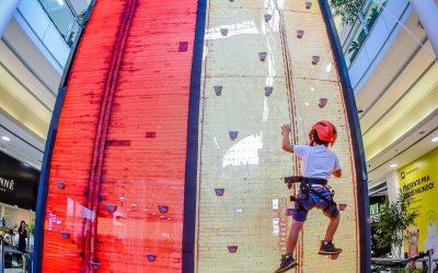 Gratuito: shopping monta parede de escalada digital com 6 metros de altura