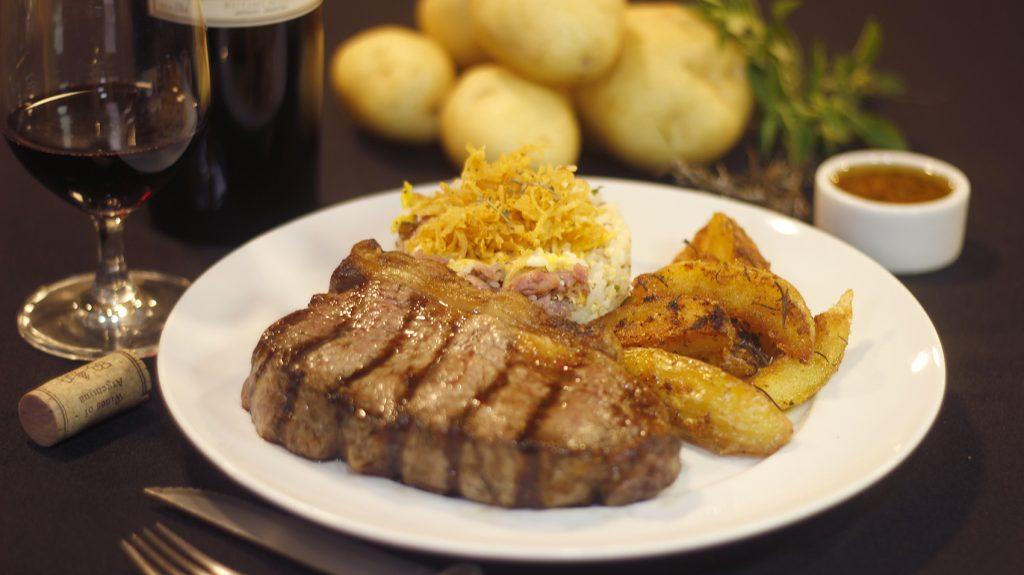 Bife de Chorizo com Arroz Biro Biro Cabaña Montefusco