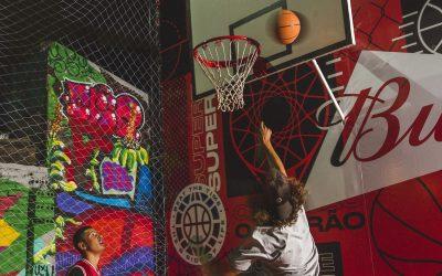 Budweiser reforma quadra de basquete de rua em Curitiba