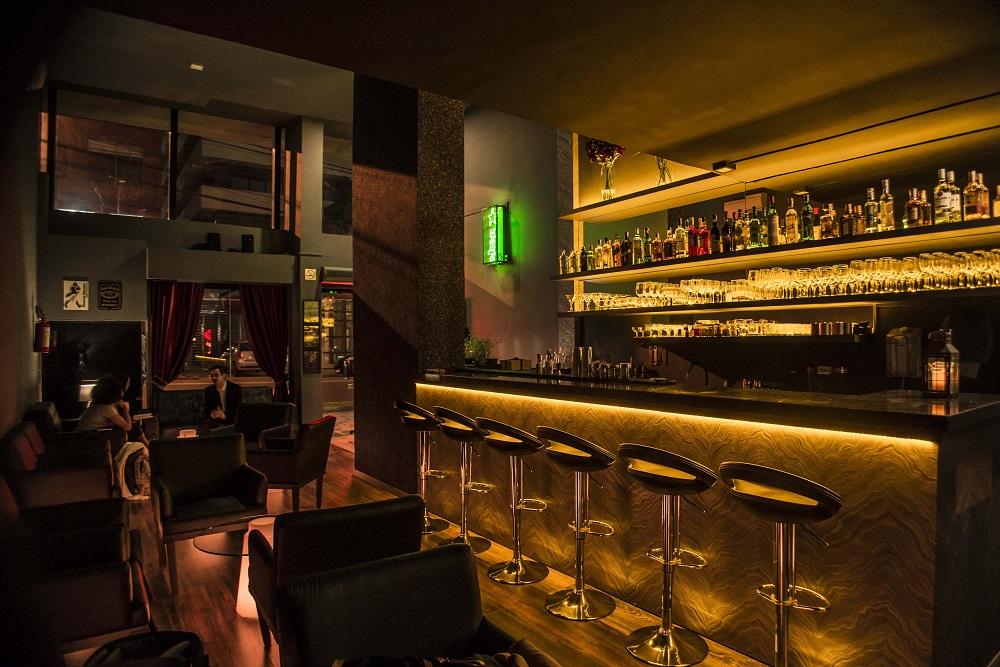 Atomic Core conta com ampla carta de drinks clássicos e aposta em ambiente intimista - Cred Munir Bucair