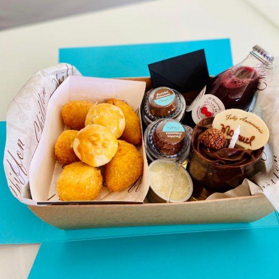 caixa aniversário chiffon cake