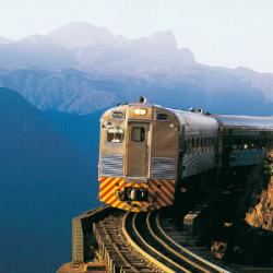 Passeio de trem no pôr do sol é atração imperdível para o feriado