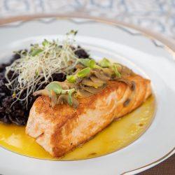 Giardino Gastrobar - salmão e arroz negro